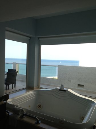 Hard Rock Hotel Vallarta: Master Bath - Suite # 5051