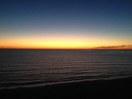 Sheraton Oceanfront Hotel: Balcony Sunrise