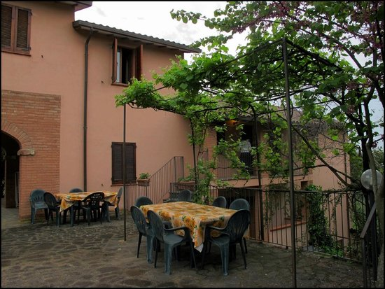 Country Residence Costa del Loco : Территория возле аппартов.