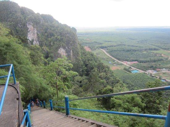 Tiger Cave Temple (Wat Tham Suea) : лестница к большому Будде