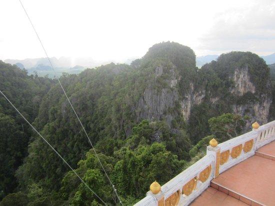 Tiger Cave Temple (Wat Tham Suea) : приблизительно такие картины Будда наблюдает с высоты