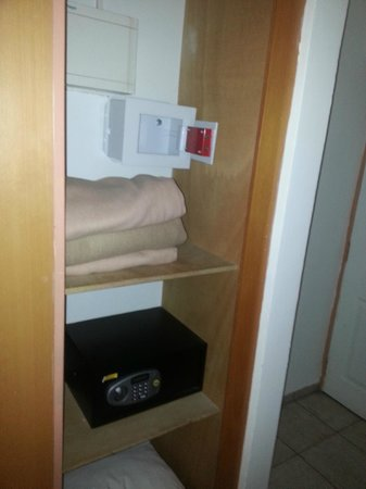 Aviv Holiday Flat: safe locker
