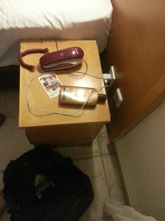 Aviv Holiday Flat: phone, power outlets