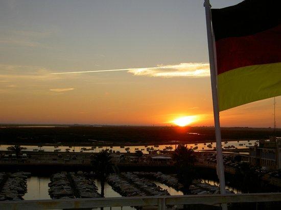 Hotel Faro: Sonnenuntergang von der Dachterrasse mit internationalem Flair