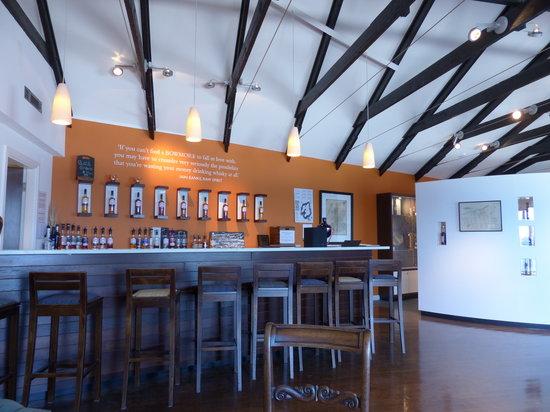 Bowmore Distillery : Tasting room