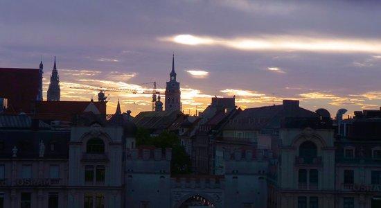 Hotel Koenigshof: Munich Sunrise - View from our room