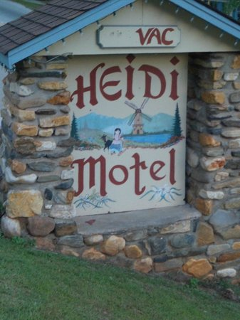 Heidi Motel: Street sign