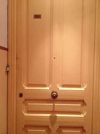 Ajoupa Apart'hotel Nice : door to hotel room