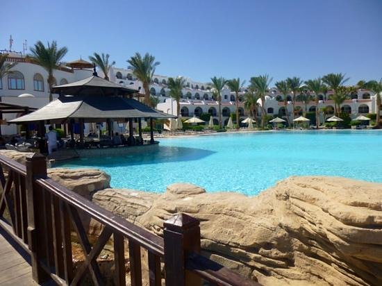 Savoy Sharm El Sheikh: Swim up bar and restaurant October 2013