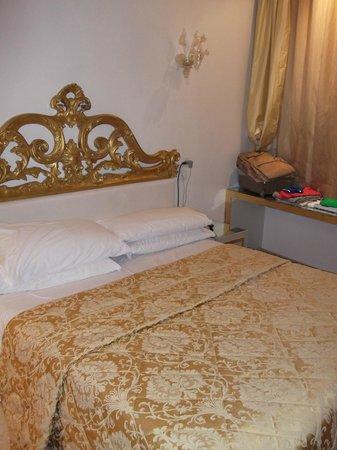 Relais Venezia: cama