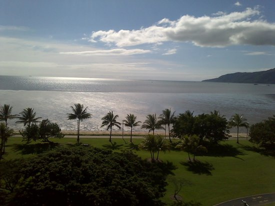 Holiday Inn Cairns Harbourside : VIEW FROM OUR BALCONY