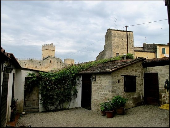 La Francigena: Вид на замок с террасы