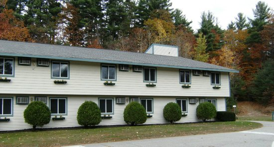 Eastern Inn & Suites: Outside view