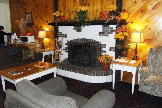 Eastern Inn & Suites: Lobby