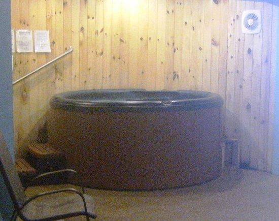 Eastern Inns: Hot tub