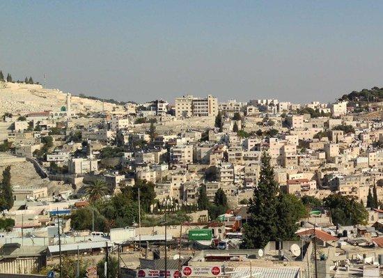 Jerusalem Panorama Hotel: É o prédio na parte alta da montanha