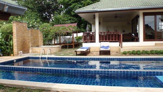Idyllic Samui Oceanfront Resort & Villas: бассейн