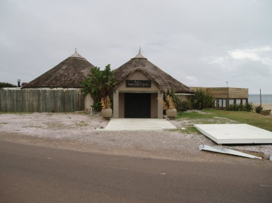 Hotel La Bluette: L'entrée du Mantra Resort sur Bikini Beach, visible depuis La Bluette