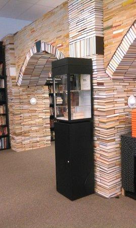 Sandman Book Company : Sandman Book Arch
