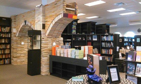Sandman Book Company : Book Arch Sandman Books