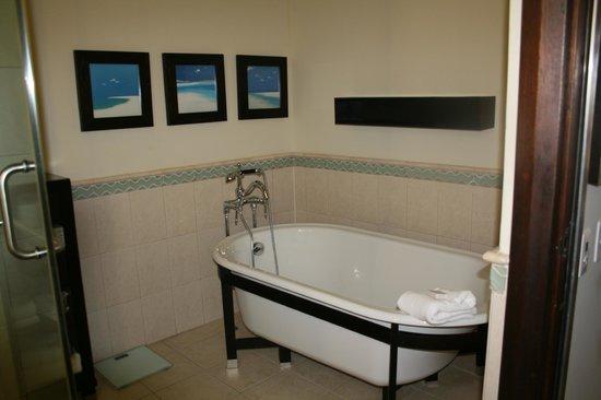 Bucuti & Tara Beach Resort Aruba: Penthouse bathroom tub