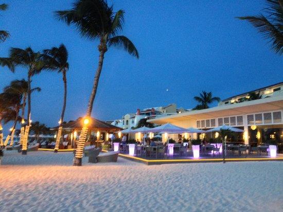 Bucuti & Tara Beach Resort Aruba: Elements restaurant at night