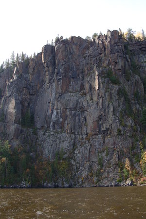 Leisure Inn Hotel: Devils Rock 300 feet above Lake Temiskaming