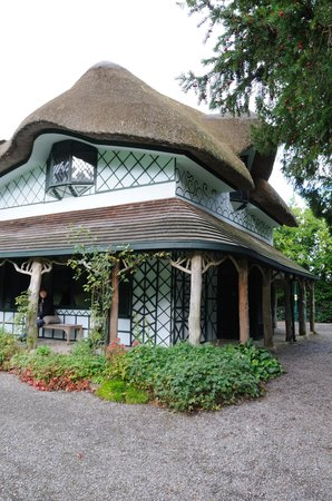 Swiss Cottage: Side View