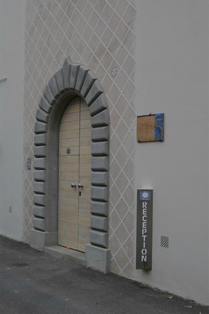 Villa Aruch: One of the gorgeous doors of the villa