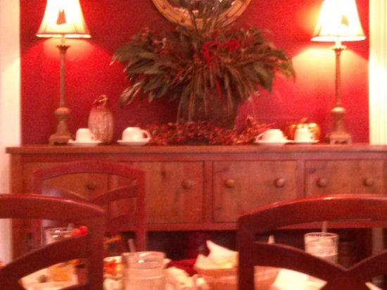 Federal Grove Bed and Breakfast: Dining area decor