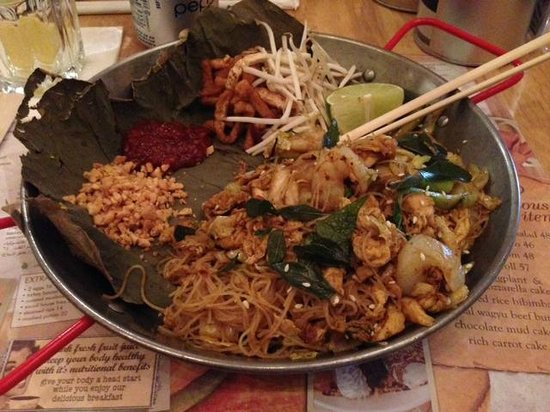 Social House: Fried noodles with chicken and shrimps. A little spicy. Distinguished taste