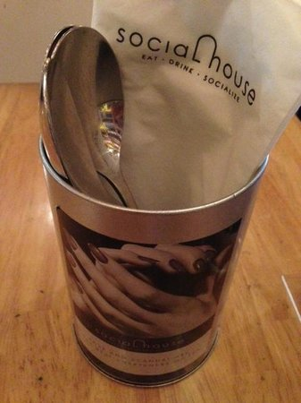 Social House: Little cute cup for spoons and tissues