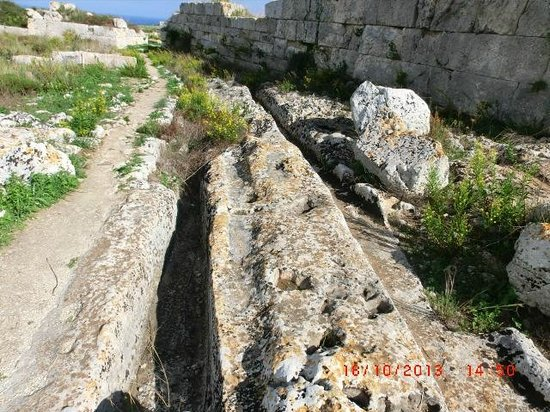 Eurialo Castle: Roadway