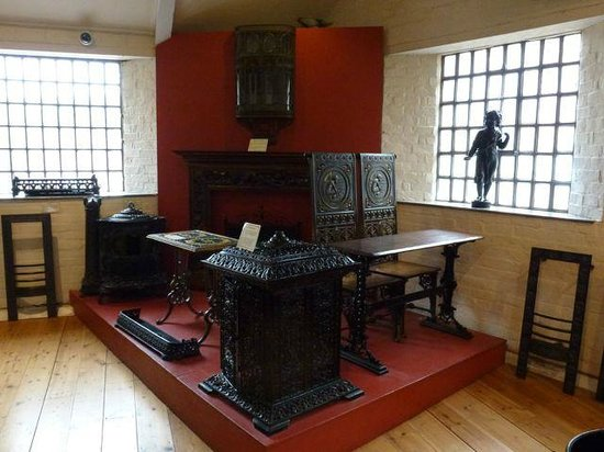 Coalbrookdale Museum of Iron: Cast Iron Dining Suite!