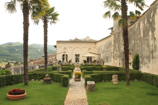 Palazzo Leti Residenza D'Epoca : Patio and front of hotel