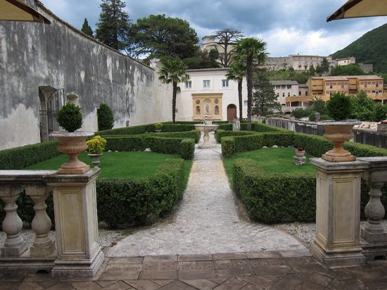 Palazzo Leti Residenza D'Epoca : View from patio area