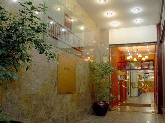 Hotel Suites Catalinas: Porta de entrada do hotel