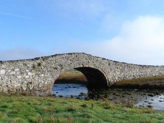 Aberffraw, UK: Ancient bridge over the River Ffraw