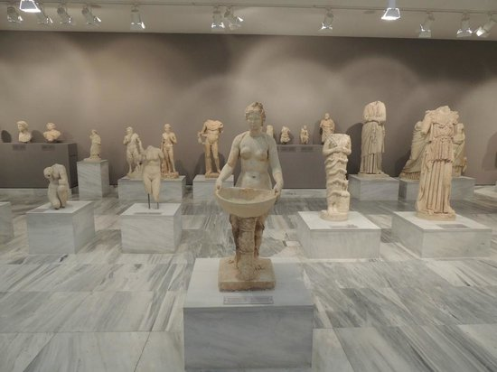 Heraklion Archaeological Museum: Sculptures In The Ground Floor Gallery
