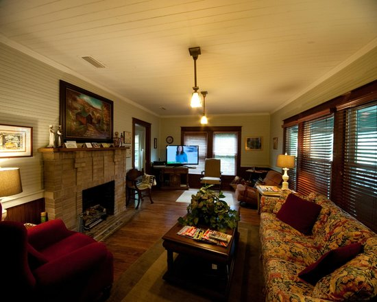 Inn at Folkston: Living Room - Guests Common area