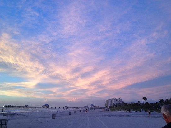 Pelican Pointe Hotel and Resort: A walk on beach one evening