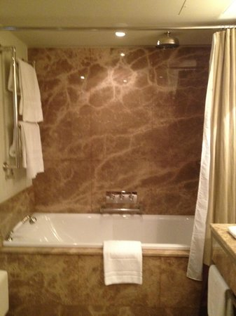 Augustine, a Luxury Collection Hotel, Prague : Soaking tub=fabulous