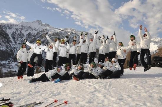 Bardonecchia, Italy: i maestri della scuola sci liberi tutti.