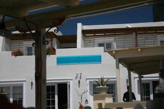 Nissaki Beach Hotel Naxos: Hotel from the beach