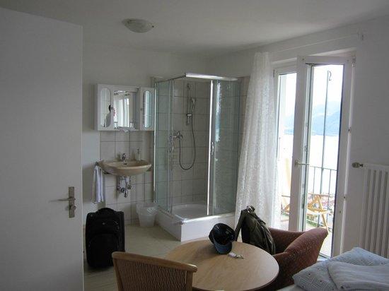 Garni Dolcevita: Room w/private shower
