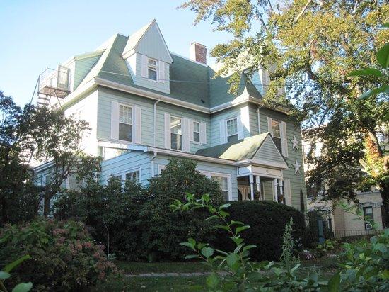 Beech Tree Inn- Brookline: Beech Tree Inn exterior front