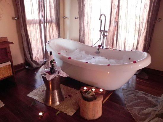 Escarpment Luxury Lodge: Beautiful bathroom