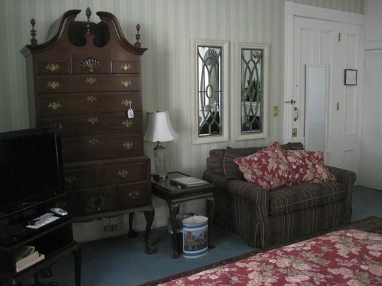 Beech Tree Inn- Brookline: TV, high boy & couch in Room 3