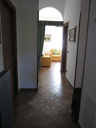 Residence Antico Pozzo: Entryway