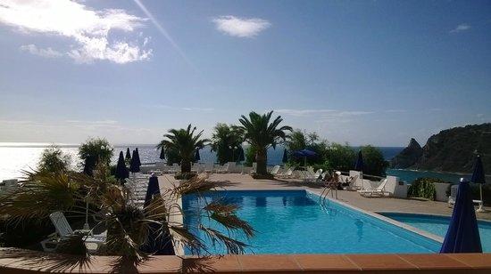 Hotel Villaggio Calispera: Vista della piscina dalla sala ristorante